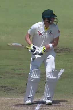 Photo showing Steve Smith leaning forward in his batting stance