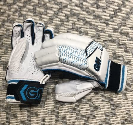 Photo showing the palm of the gloves and the GM logo