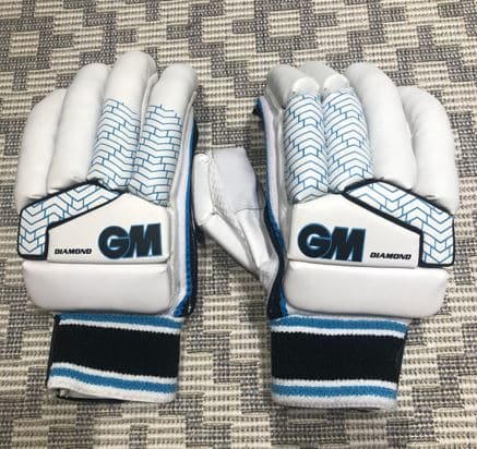 Photo of the Gunn & Moore Diamond Batting Gloves