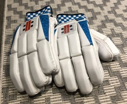 The Gray-Nicolls Shockwave 300 Batting Gloves
